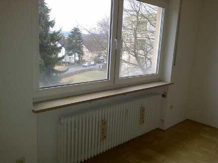 Preiswerte, modernisierte 1,5-Zimmer-Wohnung mit Einbauküche in Bad Steben