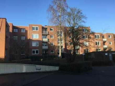 Sonnige, helle 2,5-Zimmer-Wohnung mit zwei Balkonen und Einbauküche in Hummelsbüttel, Hamburg