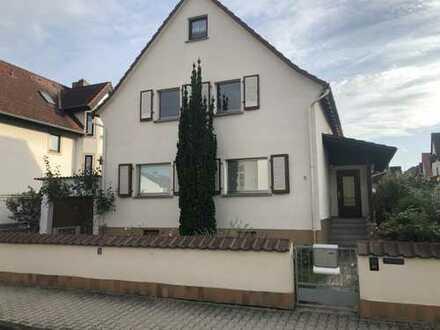 1.200 €, 110 m², 6 Zimmer