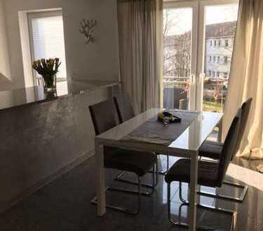 Neuwertige 3-Zimmer-Maisonette-Wohnung mit Balkon und Einbauküche in Duisburg