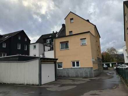 Köln - Wohnhaus mit 7-Wohnungen - 5 Garagen + 1 Außenstellplatz