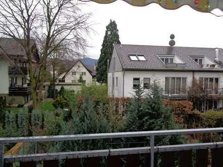 Wunderschön gelegene 4 1/2- Zimmer-Wohnung am Rand der Weinberge
