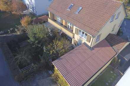 Mehrfamilienhaus bzw. 2 getrennte Wohneinheiten mit Keller, Garten, Garage und Stellplätze