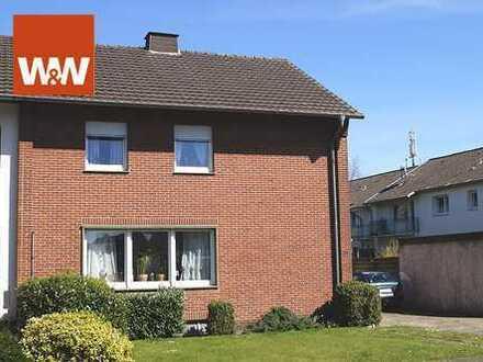 Doppelhaushälfte mit großem Grundstück in ruhiger Wohnlage!