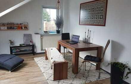 NACHMIETER GESUCHT: Gepflegte 3-Zimmer-Dachgeschosswohnung mit Balkon und Einbauküche in Frankfurt