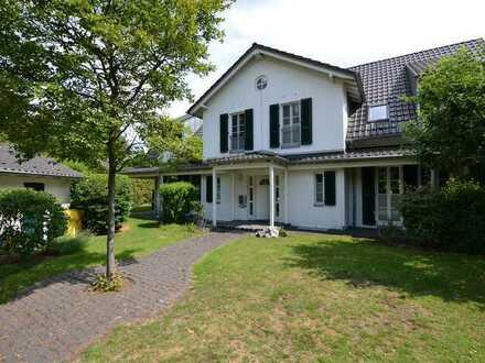 Neuss-Gnadental: Modernes Einfamilienhaus in ruhiger Lage mit Garten