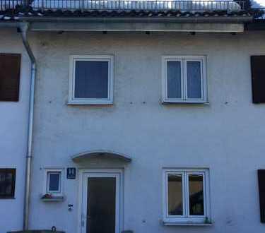 Schönes Rheinmittelhaus mit fünf Zimmern in München, Perlach