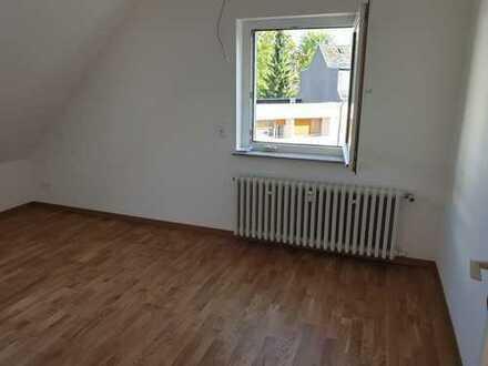 Schöne liebevollsanierte vier Zimmer Wohnung in ruhiger Lage in Frankfurt am Main, Rödelheim