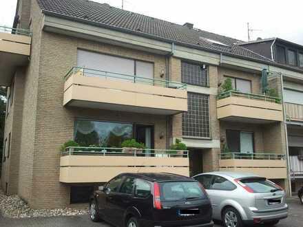 Zons, gepflegte DG-Wohnung mit vier Zimmern sowie Balkon