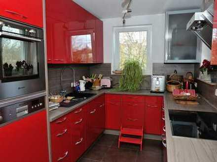 Frisch saniertes und komplett möbliertes Haus mit Garten nahe Porsche in Stuttgart, Zuffenhausen
