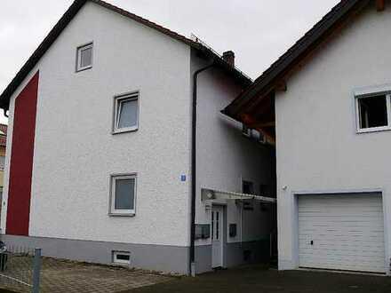 Renovierte 4 - Zimmer Wohnung in ruhiger Lage mit Balkon nähe Neutraubling