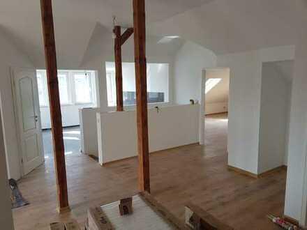 Große 6 Raumwohnung + Badewanne + Dusche + 3 Balkone
