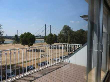 Helles Büro mit Balkon auf der Cecilienallee