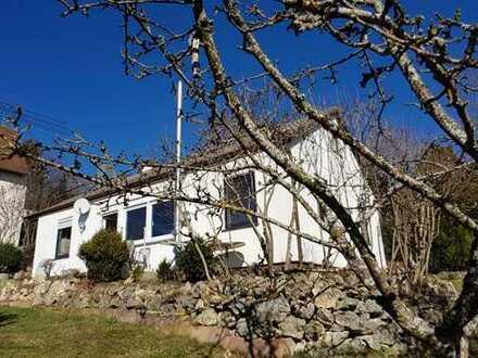 Gepflegtes kleines Haus mit großzügiger Sonnen-Terrasse und großem Garten
