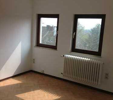 Schöne, ruhige, frisch sanierte 3 Zimmer DG-Wohnung, Mitte Lütticherstr. in Aachen (Nähe Klinikum)