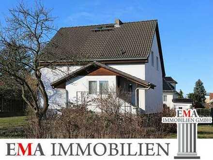 Saniertes Einfamilienhaus mit Vollkeller und Carport