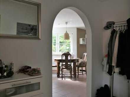 Exklusive 3-Zimmer-Wohnung mit Balkon im 4-Parteienhaus in ruhiger Lage - von privat!