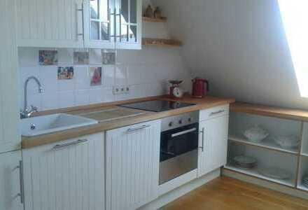 Gepflegte 3-Zimmer-DG-Wohnung mit Balkon und Einbauküche in Kerpen Sindorf