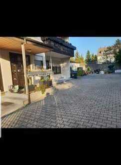 Stilvolle, modernisierte 4-Zimmer-Wohnung mit Balkon und Einbauküche in Seeheim-Jugenheim von PRIVAT