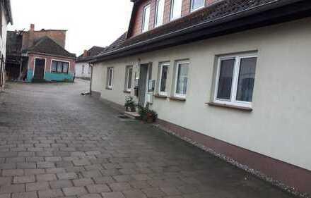 Preiswerte, vollständig renovierte 2,5-Zimmer-DG-Wohnung mit EBK in Demmin