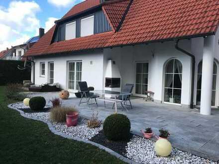 Provisionsfrei: 3 Familienhaus mit einem großen Garten + Option des Dachausbaus