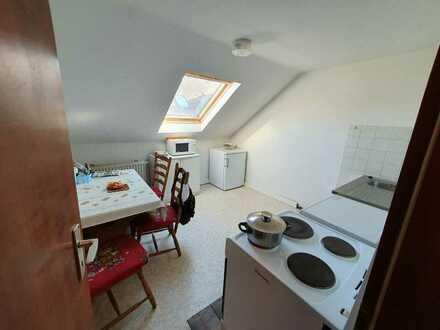 Günstige 2-Zimmer-DG-Wohnung mit kleiner Küche in Alsenz