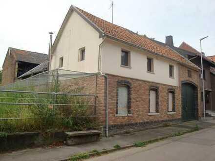 Sanierungsbedürftiger Resthof mit Anbauten/Stallungen, 2.644 m² Grundstück, in 52477 Alsdorf-Warden