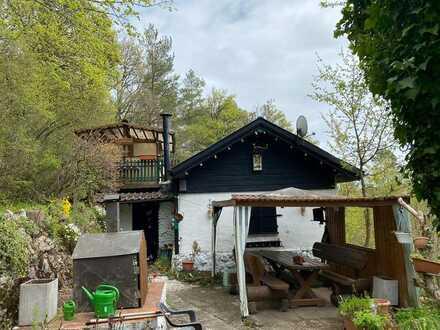 Freizeit-Grundstück mit massivem Wochenendhaus und spektakulärem Ausblick in Stammheim