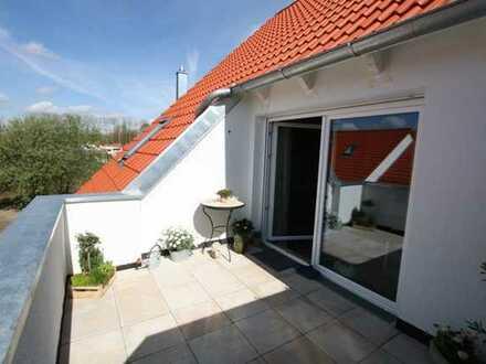 Exklusive, neuwertige 2-Zimmer-Dachgeschosswohnung mit Balkon und EBK in Ingolstadt