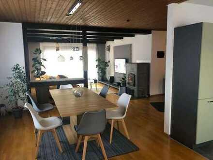 helle 140 qm große Wohnung in ruhiger Wohnlage