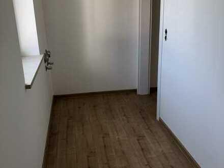 Erstbezug nach Sanierung: schöne 5-Zimmer-Wohnung mit Balkon in Weil