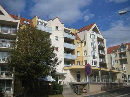 Schöne 3 Zimmer-Wohnung mit Balkon, Aufzug, Tiefgarage in guter Lage