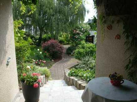 Eine Wohnung zum Verlieben für Zwei - mit Garten und Garage