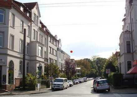 Helle 3-Zimmer-Wohnung (30er Jahre) mit Balkon in der List (Malerviertel, Höhe Pelikan)