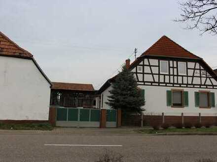 Berg - Neulauterburg: Bestandsgebäude mit Gewerbe-/ Baugrundstück