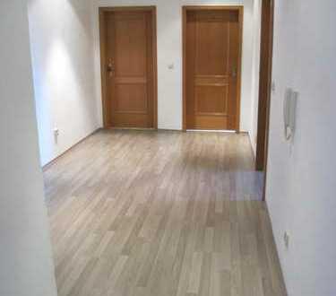 Sofort verfügbar: Gepflegte 2-Zimmer-Wohnung mit Balkon und EBK in Altötting