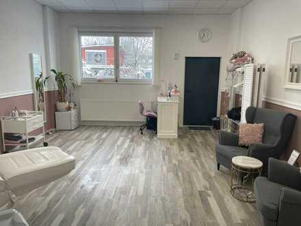 Zentral gelegendes Büro/Studio mit WC und Stellplatz
