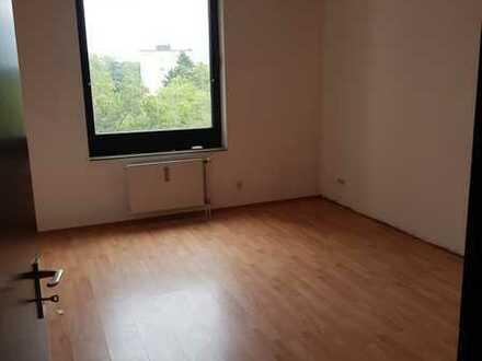 3 Zimmer mit Balkon im 4. OG