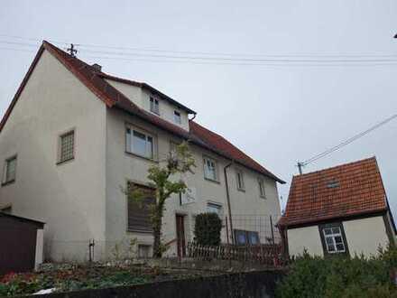 Großes Wohnhaus mit Scheune und separater Garage