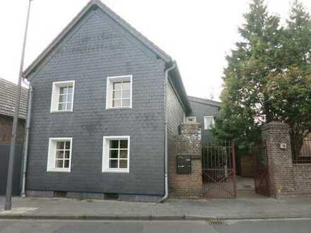 3 Familienhaus mit großer Eigentümerwohnung - auch als Mehrgenerationenhaus - bezugsfrei!
