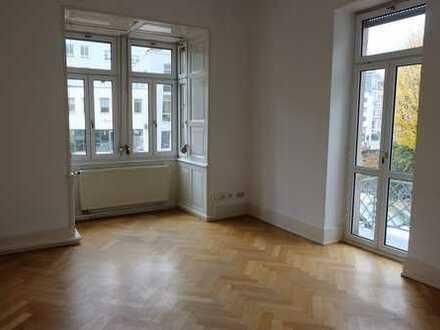 Villenwohnung mit 3 Zimmern und 2 Zimmer-Einliegerbereich