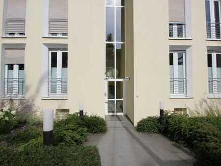 Bonn-Rüngsdorf - direkte Rheinlage! Luxuriöse 4-Zi.-Wohnung mit 2 Balkonen und 2 Bädern, Aufzug