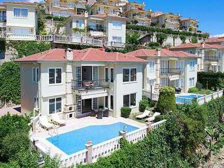 Luxusvilla mit 3 Schlafzimmern im Gold City Komplex!