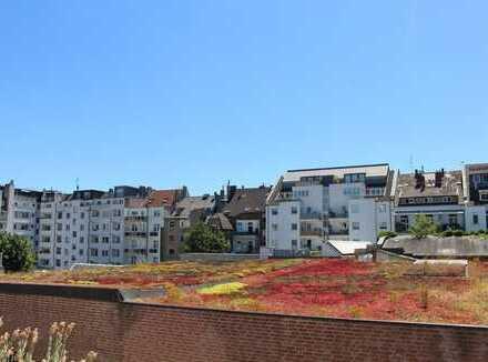 Golzheim: Komfortable 3-Zimmerwohnung mit Aufzug, Süd-Balkon & Parkhaus-Stellplatz