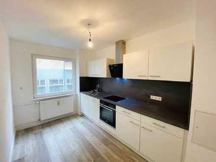 Erstbezug nach Sanierung mit Einbauküche und Balkon: schöne 2-Zimmer-Wohnung in Pforzheim