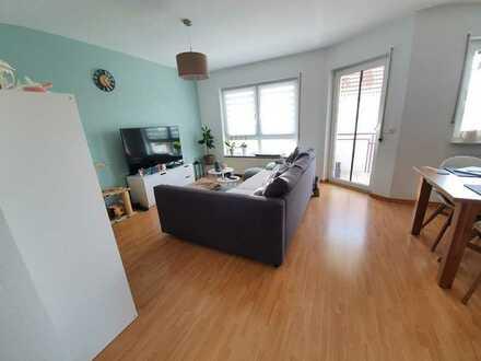 Stilvolle, gepflegte 2-Zimmer-Wohnung mit Balkon und Einbauküche in Hasselroth