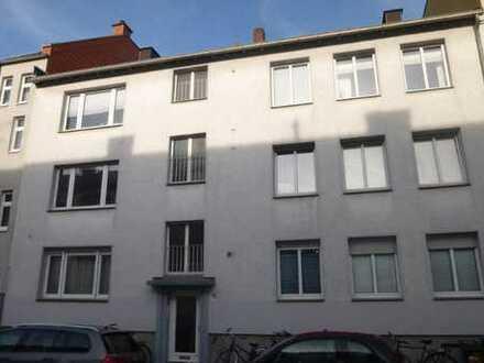 renovierte, helle, Dreizimmerwohnung mit Balkon in Zentrumslage
