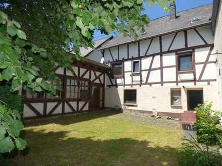 Renovierungsbedürftiges EFH mit Garten und Garage in ruhiger Lage von Lieg, oberhalb von Treis-Karde