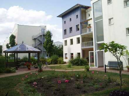 neu renovierte 1-Raum-Wohnung in ruhiger Lage - 2. OG mit Wintergarten