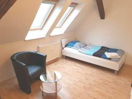 Möbliertes Wohnen in Schkeuditz! Wohnung für drei mit schönen Einzelzimmern.